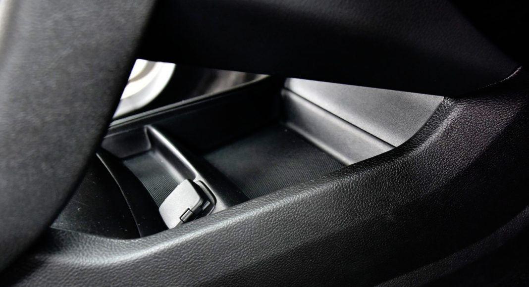 Ford Mondeo - schowek za konsolą