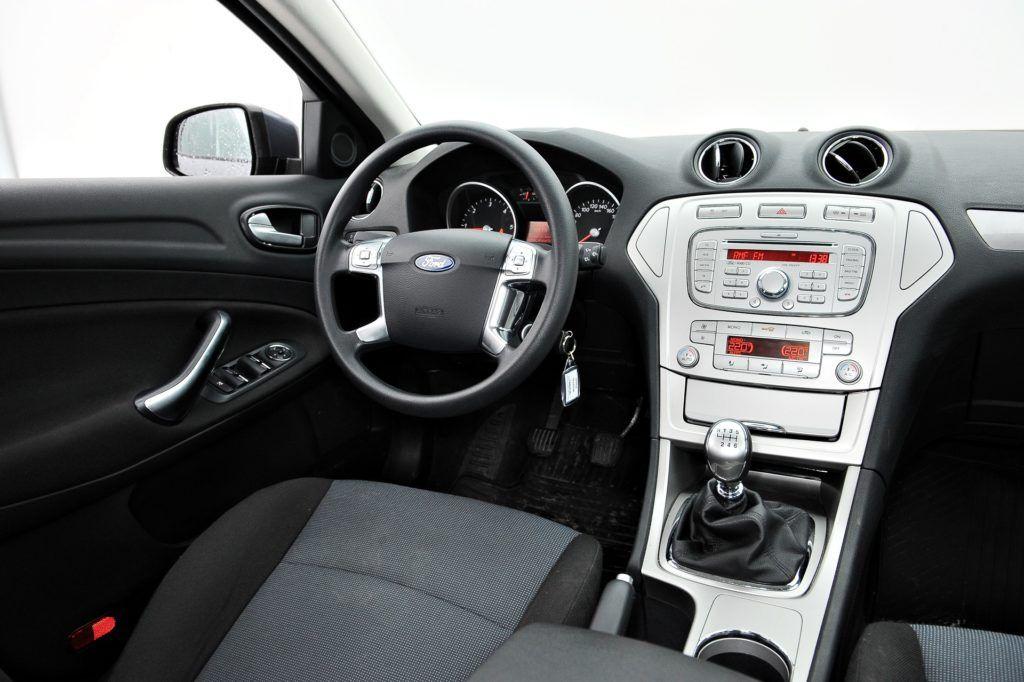Ford Mondeo IV - uboga deska rozdzielcza
