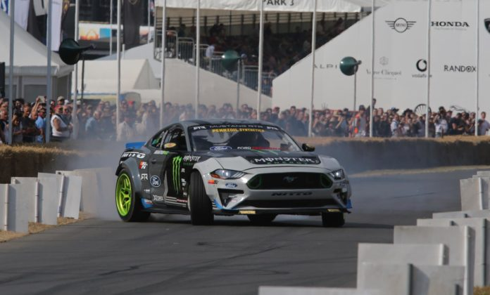 Driftingowy Ford Mustang w Goodwood