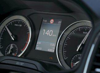 Ile jechać na autostradzie, by samochód mało palił? Jaka prędkość jest najlepsza?