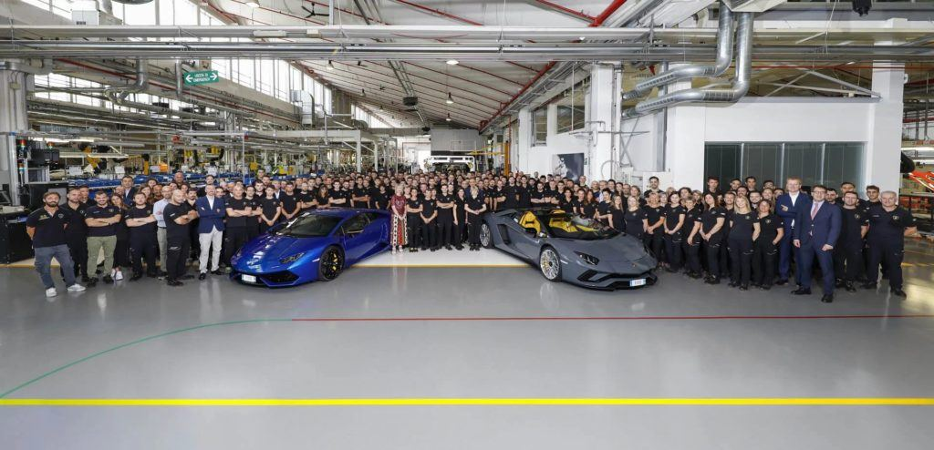 Lamborghini świętuje wyprodukowanie 8-tysięcznego Aventadora i 11-tysięcznego Huracana