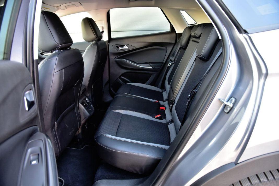 Opel Grandland X - tylna kanapa