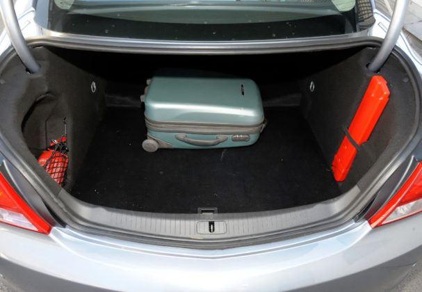 Opel Insignia - bagaznik sedan