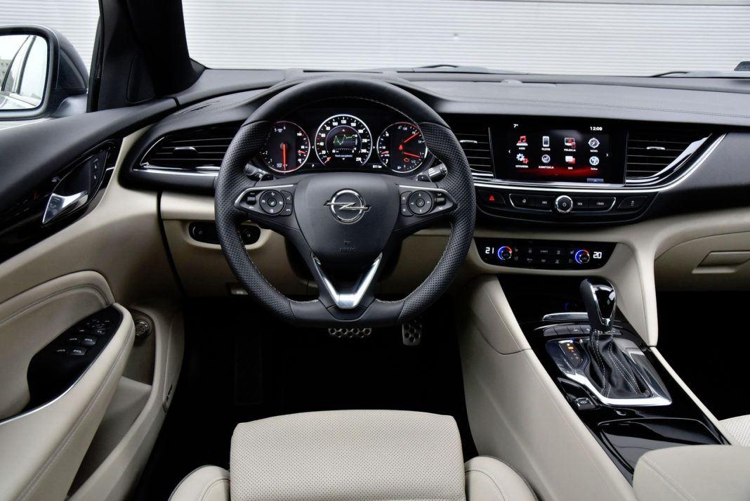 Opel Insignia - deska rozdzielcza