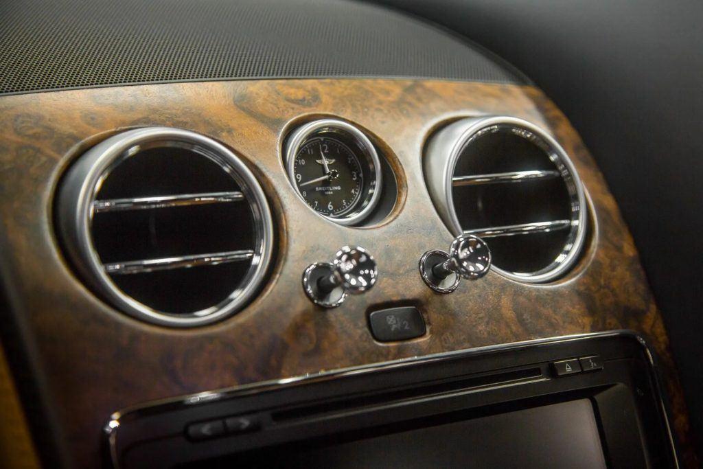 Bentley: nowy fornir z drewna orzechowego