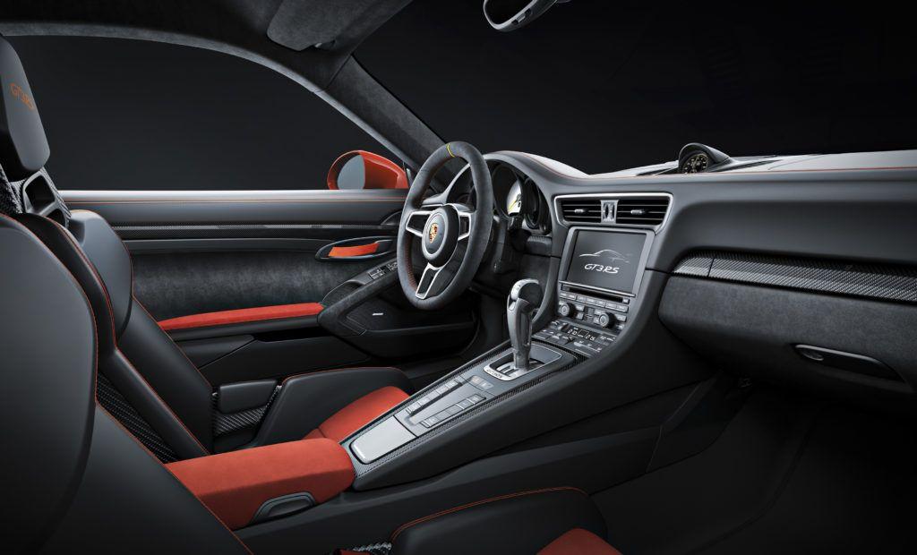 Wnętrze Porsche 911 GT3 RS z elementami wykończenia z Alcantary.