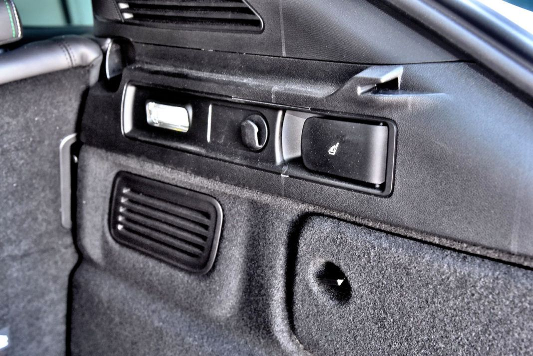 Alfa Romeo Stelvio Quadrifoglio - skadanie kanapy
