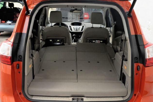 Ford Grand C-Max - powiększony bagażnik