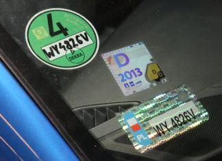 Jak odkleić naklejkę z szyby samochodowej?