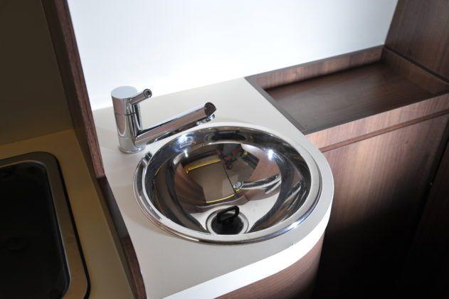 Kamper umywalka