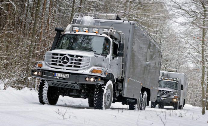 Kempingowy Mercedes Zetros - przykład wyczynowego kampera typu motorhome.