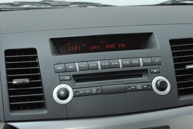 Lancer - fabryczne radio