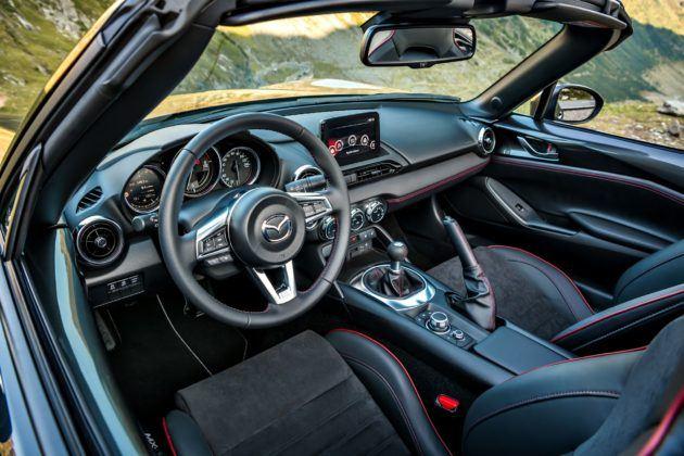 Mazda MX-5 - model roku 2019 - wnętrze