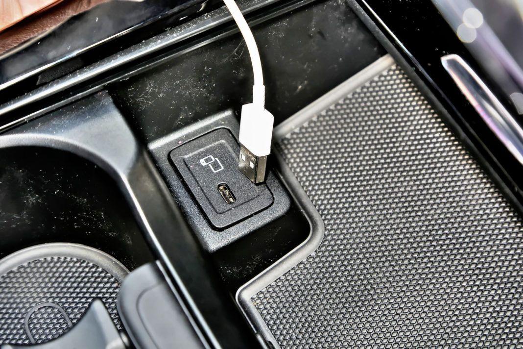 Mercedes A 200 - USB