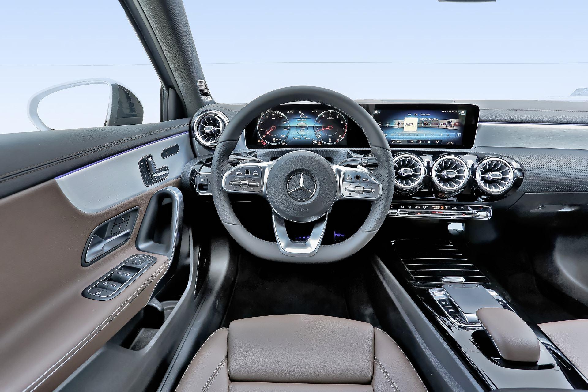 Mercedes A 200 - deska rozdzielcza