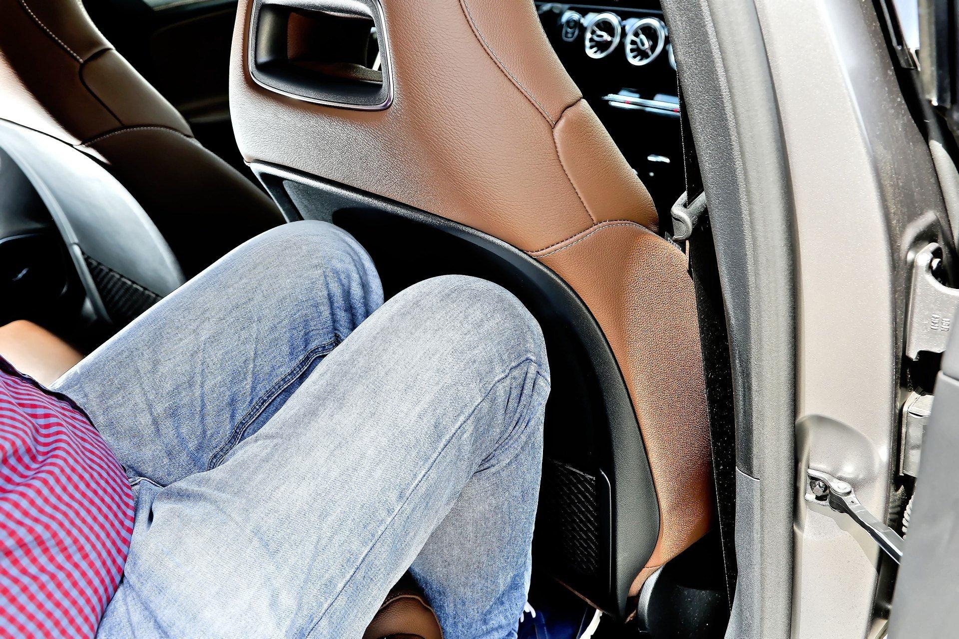 Mercedes A 200 - plecy foteli