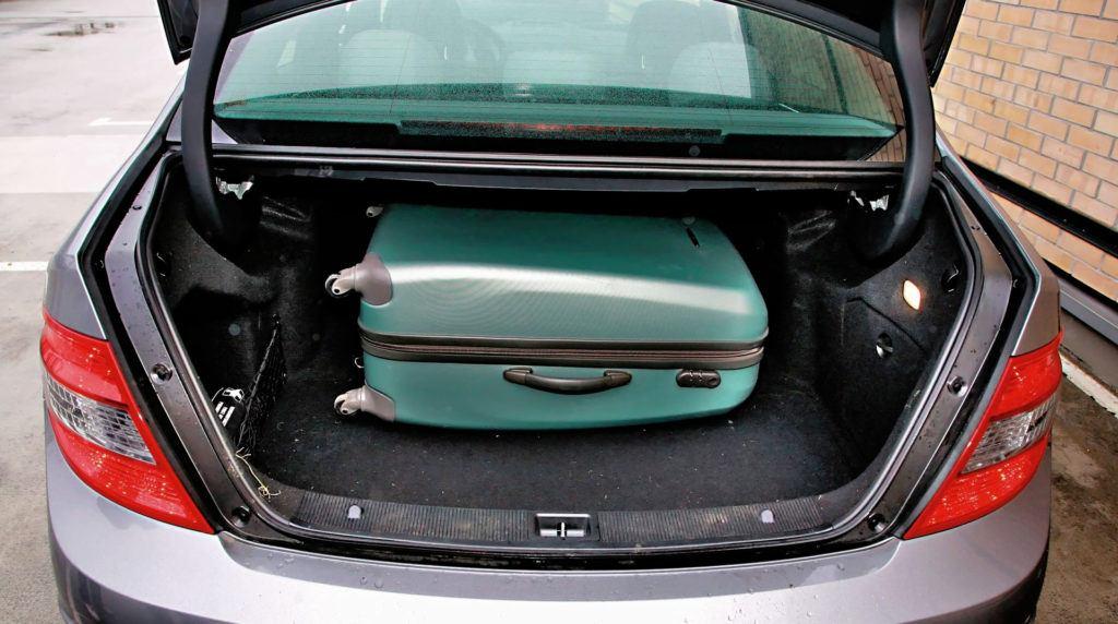 Mercedes Klasy C W204 - bagażnik sedan