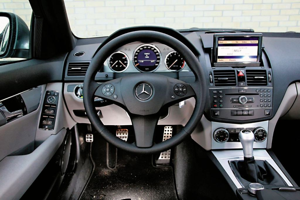 Mercedes Klasy C W204 - deska przedlift