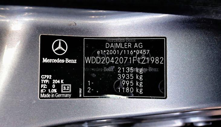 Mercedes Klasy C W204 - tabliczka znamionowa