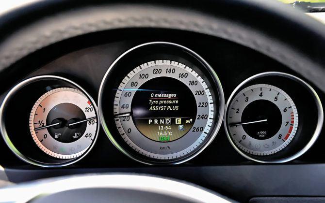 Mercedes Klasy C W204 - wyświetlacz
