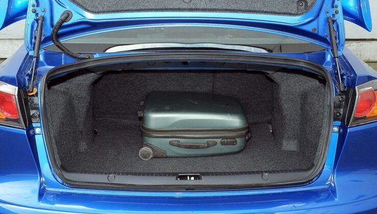 Mitsubishi Lancer VIII bagażnik