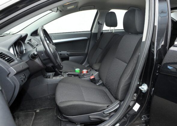 Mitsubishi Lancer VIII fotel kierowcy (2)