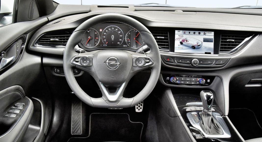 Opel Insignia 2.0 GSi - deska rozdzielcza