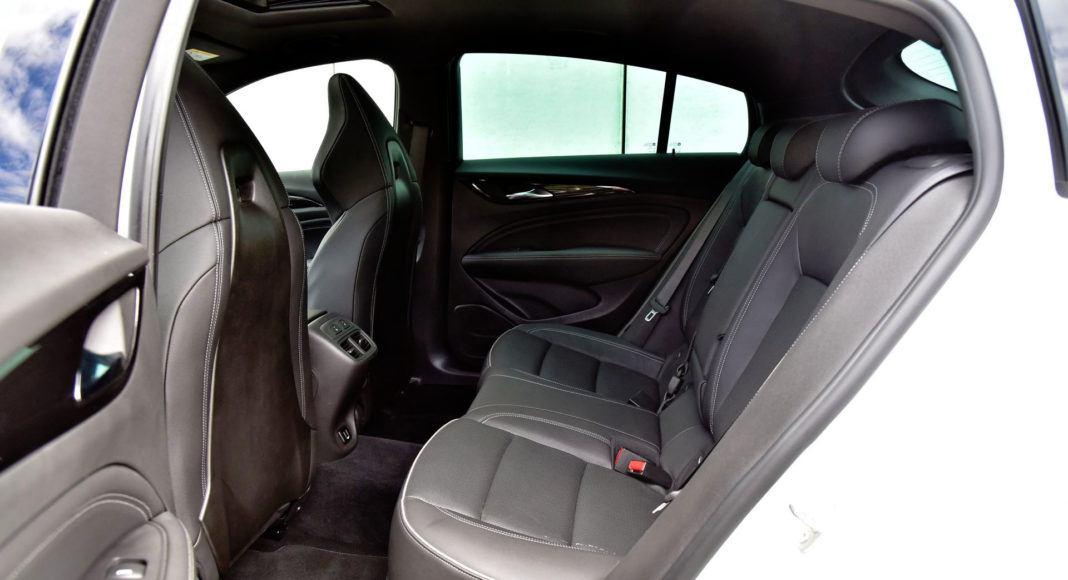 Opel Insignia 2.0 GSi - tylna kanapa
