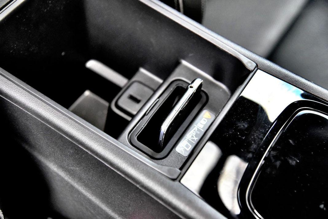 Opel Insignia 2.0 GSi - uchwyt na telefon