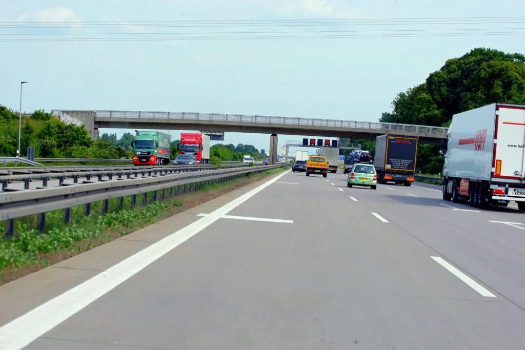 Paski na niemieckiej autostradzie