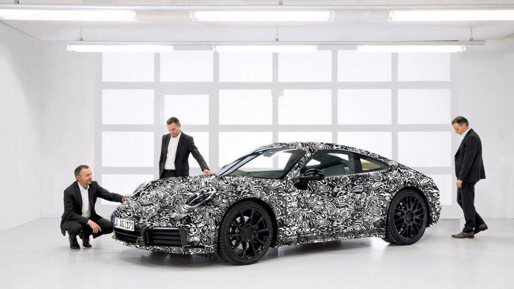 Porsche 911 (992) jeszcze w kamuflażu