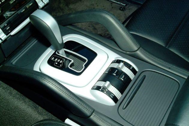 Porsche Cayenne - dźwignia biegów