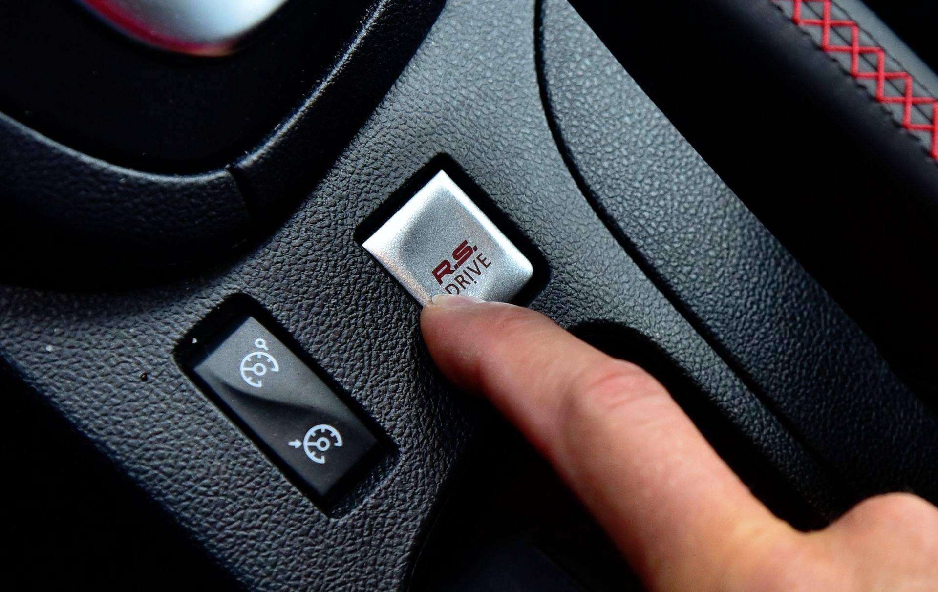 Renault Clio RS Trophy 220 EDC - przycisk trybów jazdy