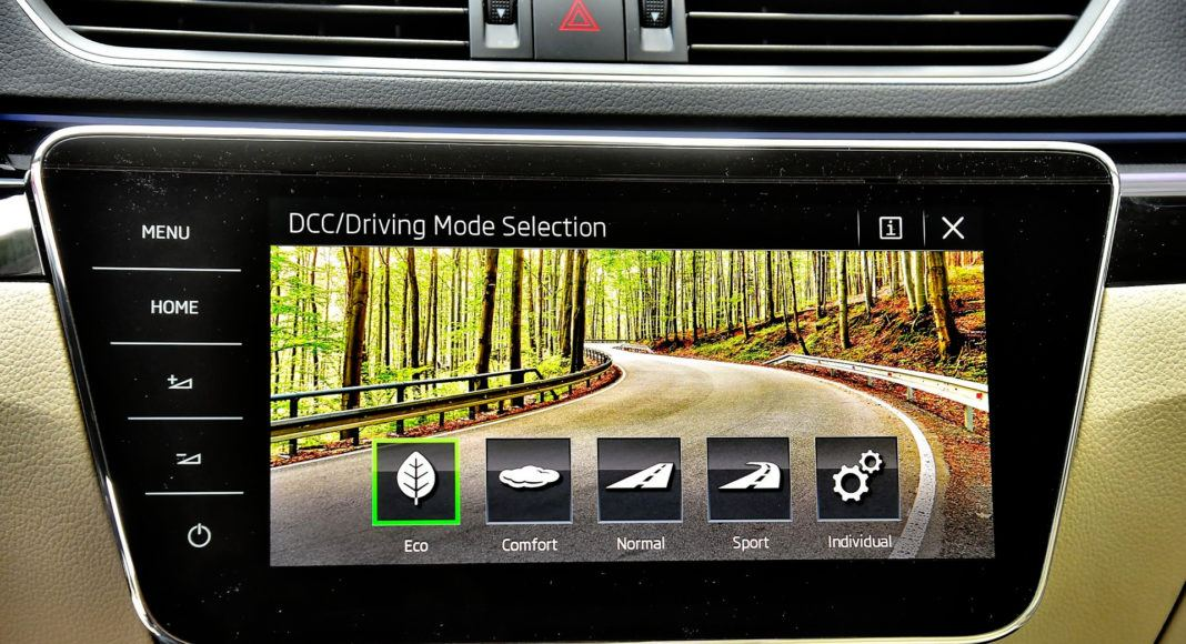 Skoda Superb 2.0 TSI L&K - ekran