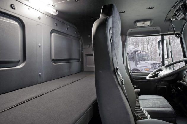 Kempingowy Mercedes Zectos - wnętrze