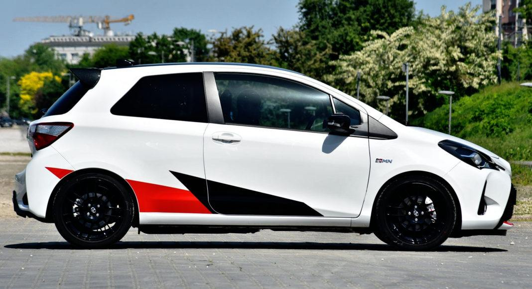 Toyota Yaris GRMN - bok