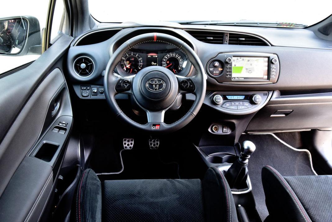 Toyota Yaris GRMN - deska rozdzielcza