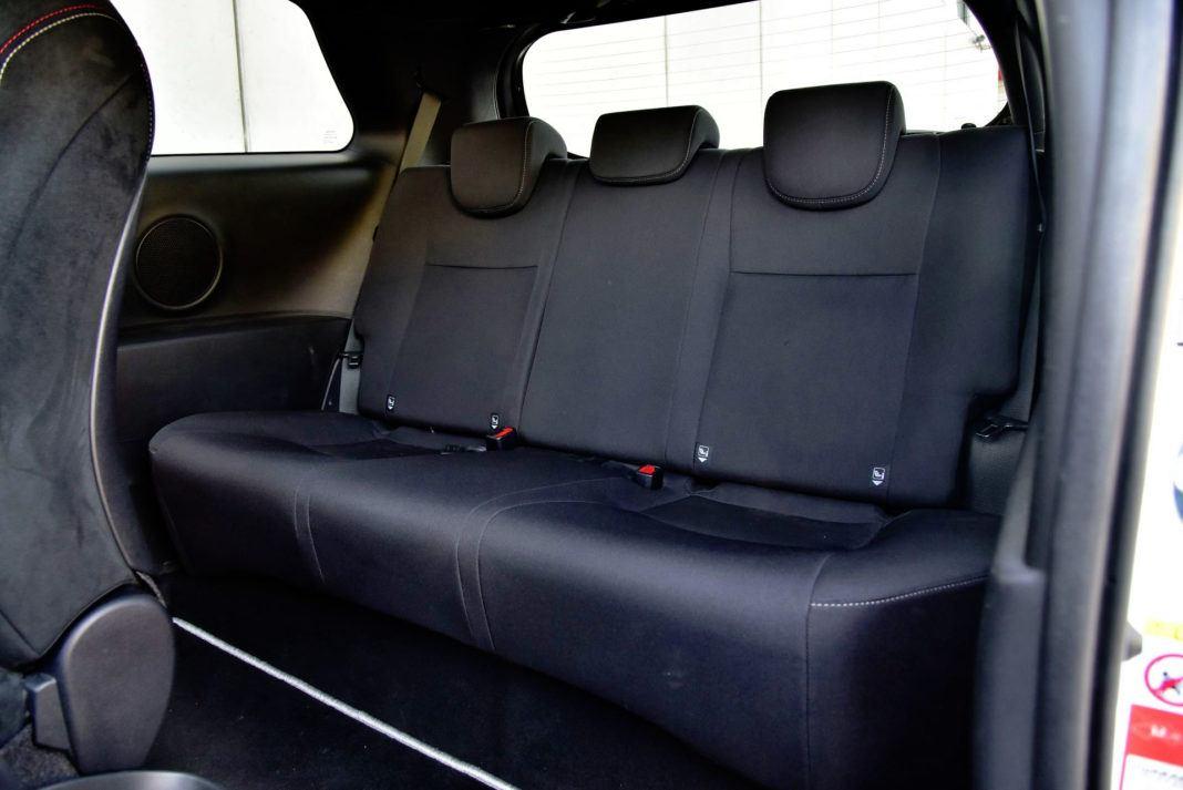 Toyota Yaris GRMN - tylna kanapa
