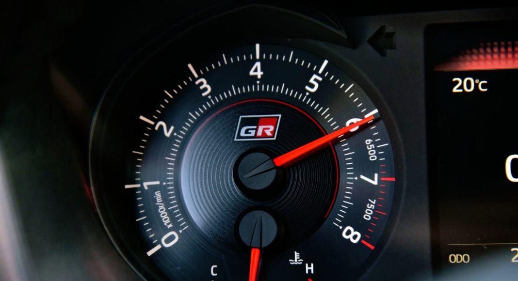 Toyota Yaris GRMN - zegar