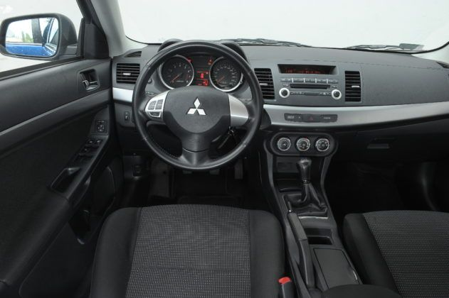 Używane Mitsubishi Lancer - wnętrze