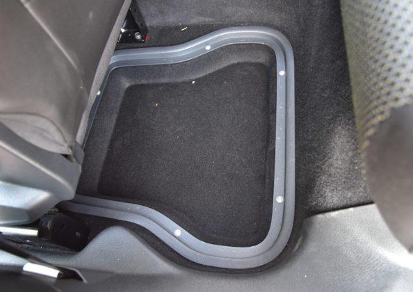 Volkswagen Caddy Beach - schowki