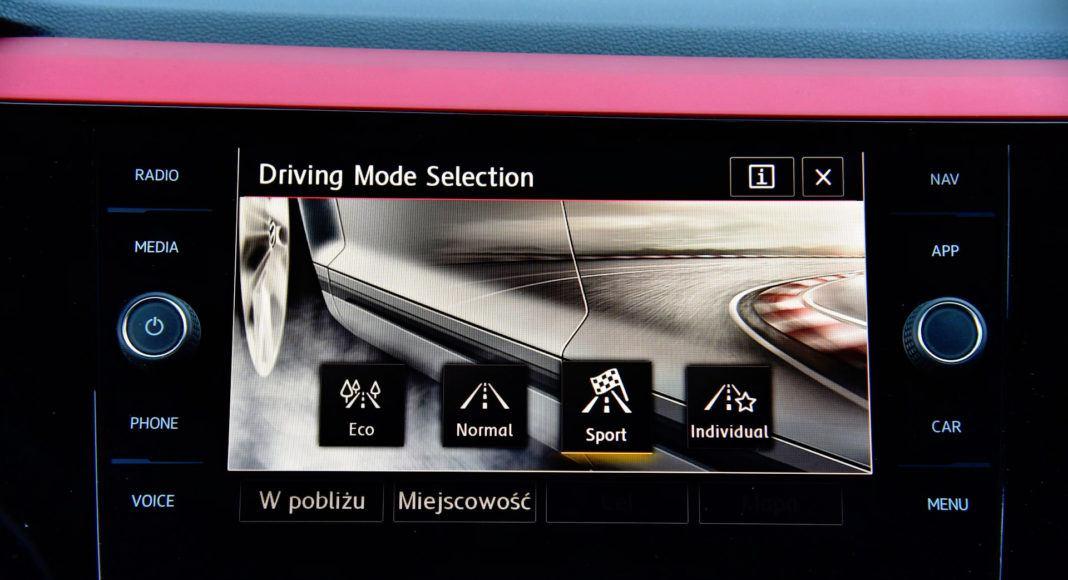 Volkswagen Polo GTI - wyświetlacz (2)