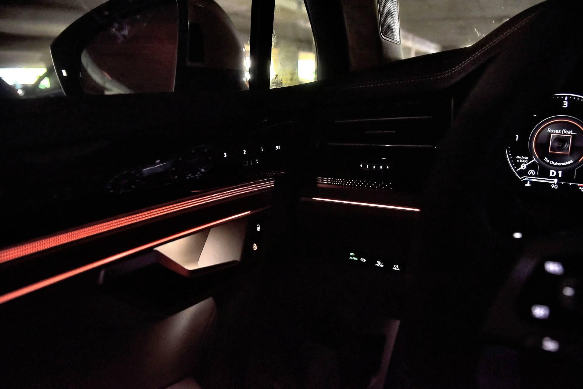 Volkswagen Touareg - oświetlenie wnętrza