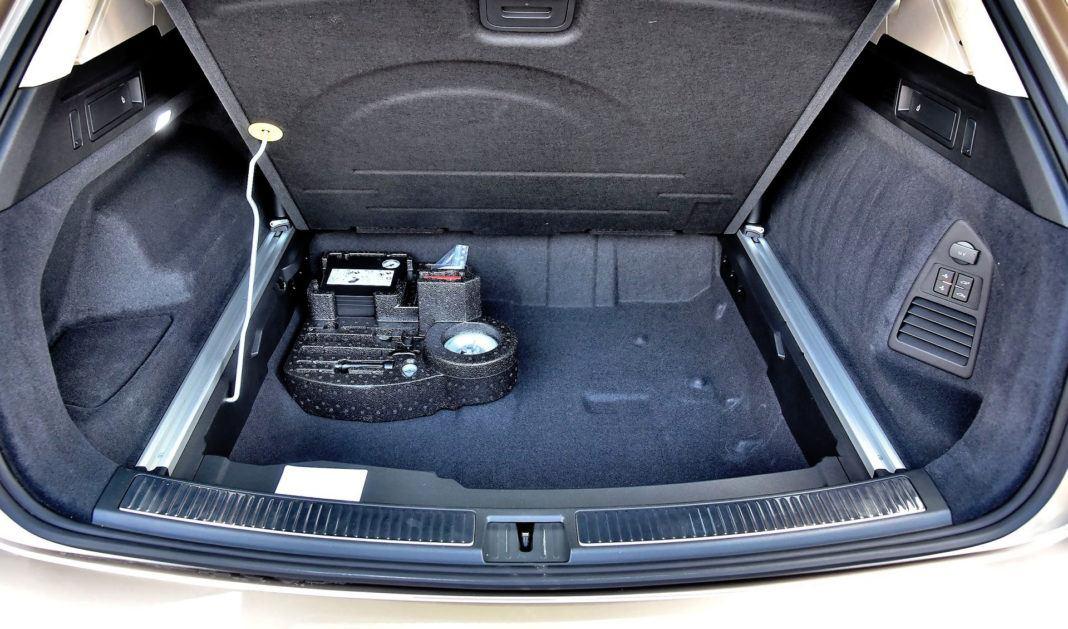 Volkswagen Touareg - podłoga bagażnika