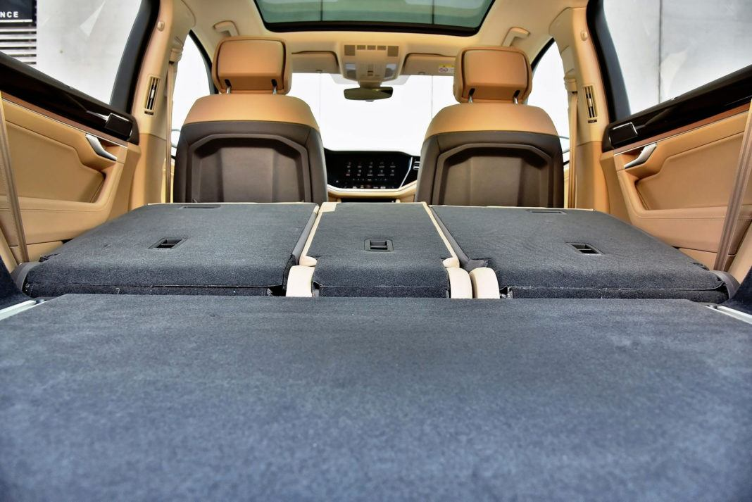 Volkswagen Touareg - próg bagażnika