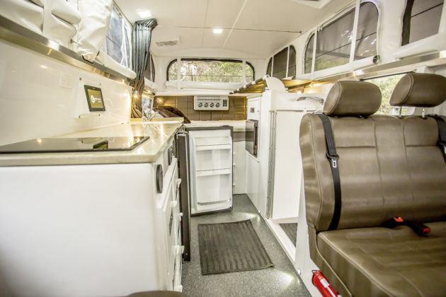 Kamper wyprawowy Earth Cruiser na bazie Unimoga - wnętrze