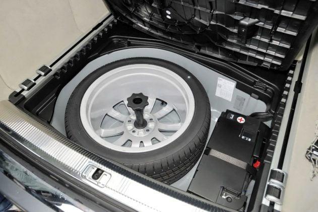 Audi A6 C6 - podłoga bagażnika