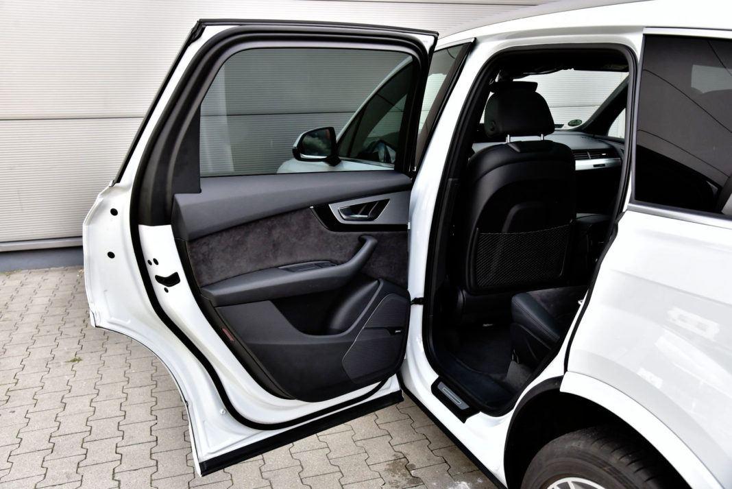 Audi Q7 - próg
