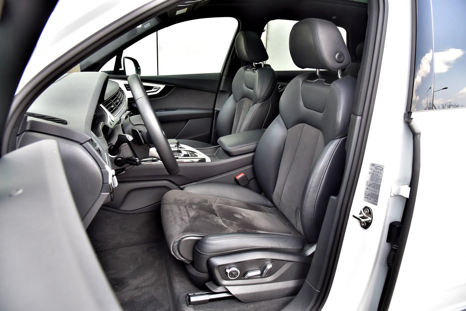Audi Q7 - fotel kierowcy