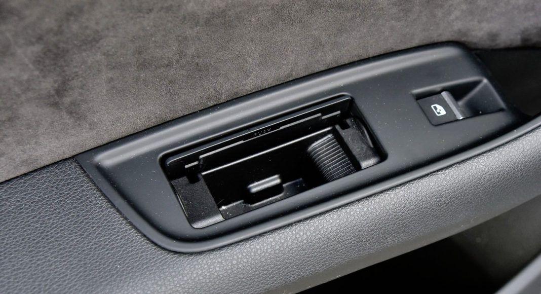 Audi Q7 - popielniczki